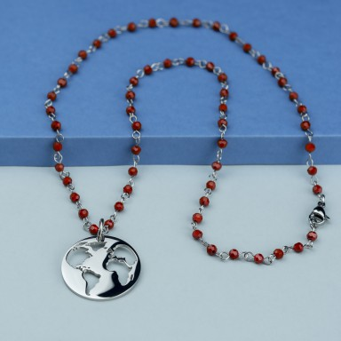 World necklace in stainless steel with bordeaux crystal necklace