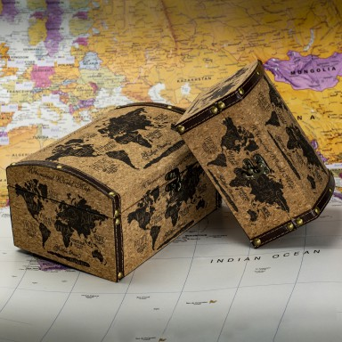 Cork trunk with world decoration